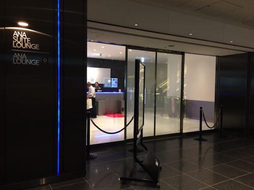 ประตูทางเข้าห้องรับรองผู้โดยสารANA
