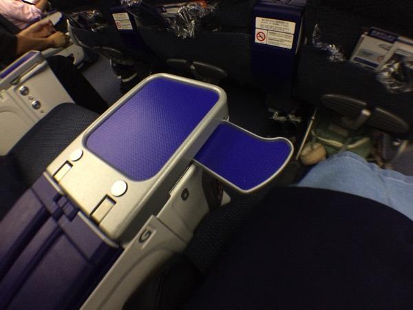 โต๊ะวางของบนเครื่องบินที่นั่งพิเศษ