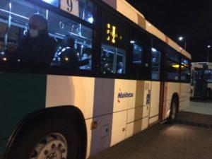 รถบัสรับส่งในสนามบิน