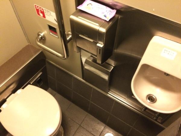 ห้องน้ำบนรถไฟด่วนHaruka