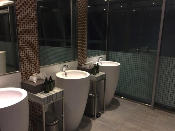 ห้องน้ำ สุวรรณภูมิ